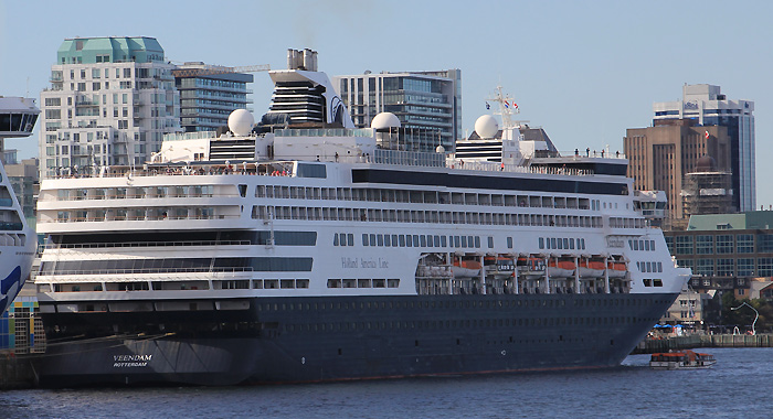 6 Bilder:  MS Veendam am 19. September 2019 in Halifax (Nova Scotia), Kanada